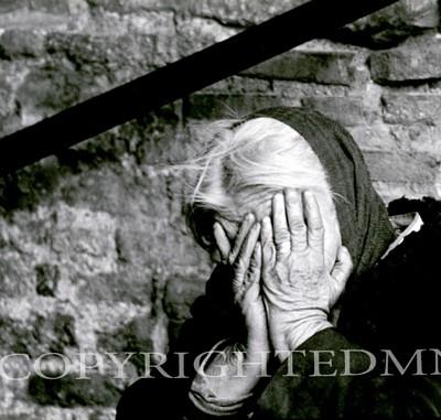 Hiding Woman, Italy